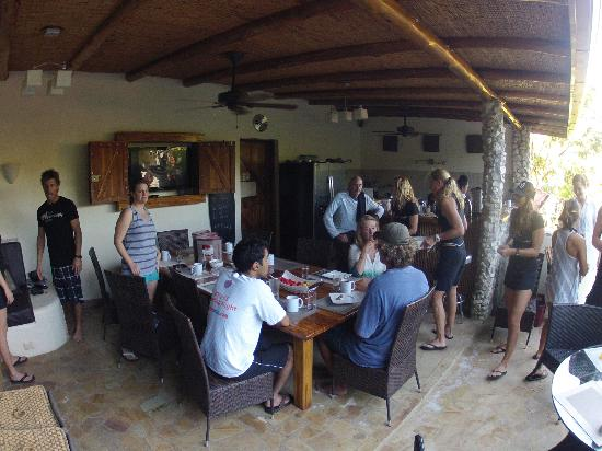 Surf Simply: The dining & kitchen area as we all arrived on Saturday
