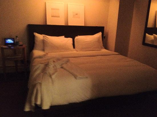 The James Chicago-Magnificent Mile: The bedroom after turndown service