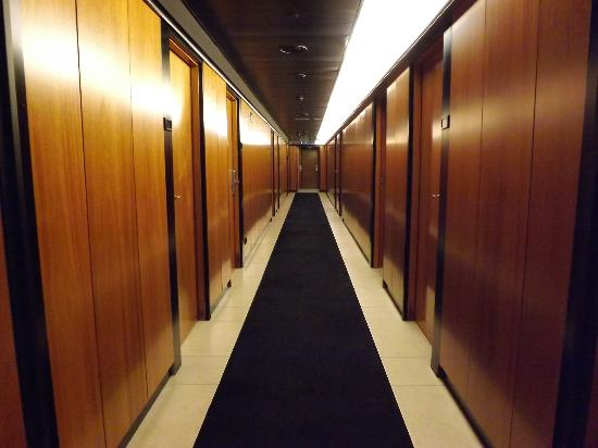 Barcelona Princess: Corridor to our room