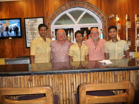 ‪‪Santana Beach Resort‬: The Bar Staff