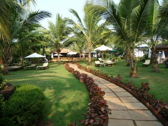 Santana Beach Resort: gardens