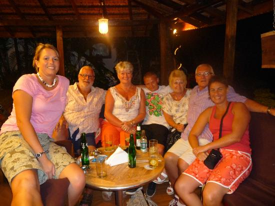 Santana Beach Resort: new friends in the bar