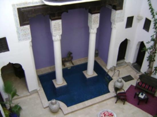 Riad Magie D'Orient: View of courtyard from the first floor balcony