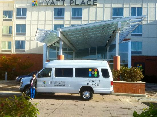 Hyatt Place Portland Airport / Cascade Station: Hotel and shuttle