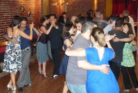 Flor de Milonga!!: Flor de Milonga on Tuesday nights in Av. Rivadavia 1392