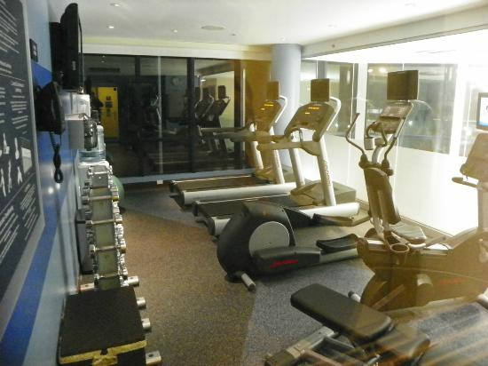 Four Points by Sheraton Long Island City Queensboro Bridge: fitness room