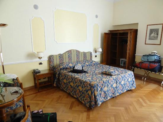 Residenza Cellini: Looking towards bed and closet