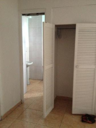 Costa Azul Hotel: armario