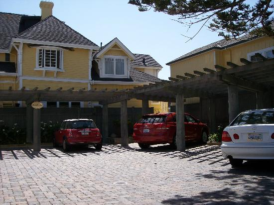 Seven Gables Inn: Parking