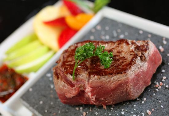 ROK bistro: Steak on a stone