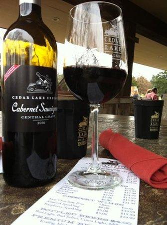 Cedar Lake Cellars Wine Country Cafe: Nice Cab on the patio
