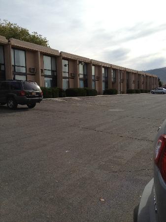 Quality Inn: vista camere dall'esterno