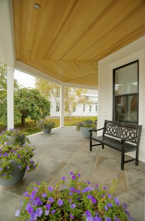 Patricia's Guest House: summer on wraparound porch