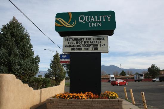 Quality Inn: insegna hotel