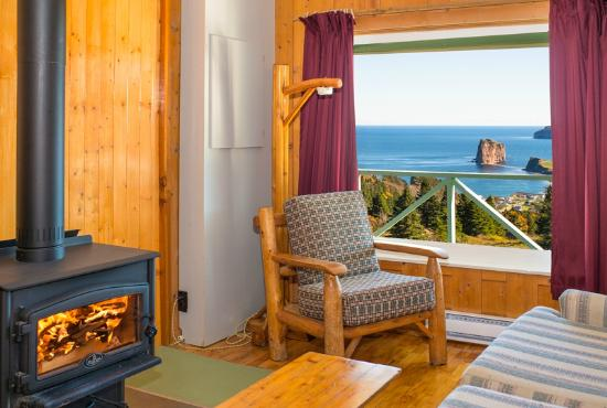 Perce Au Pic de l'Aurore: View from chalet kitchen or kitchenette