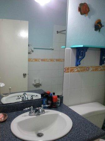 Chrisanns Beach Resort: Bathroom
