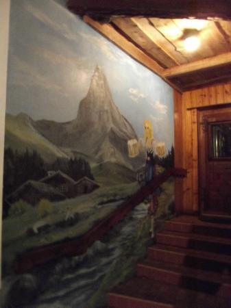 Bavarian Inn Restaurant: Entranceway art