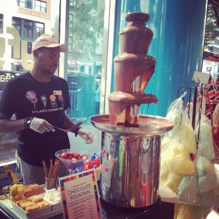 Dylan's Candy Bar: Chocolate fountain!