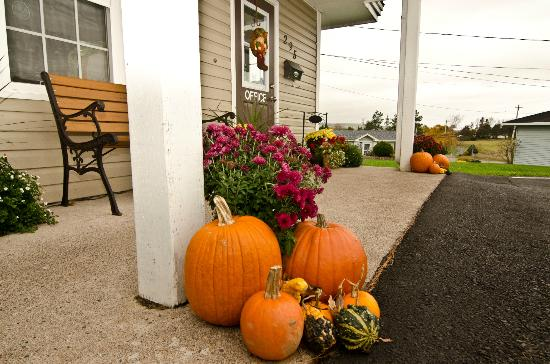 Antigonish Evergreen Inn : Fall Harvest front entrance