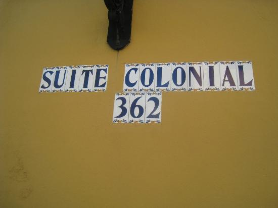 Suite Colonial: Front Facade: look for house numbers since it is easy to miss the hotel sign