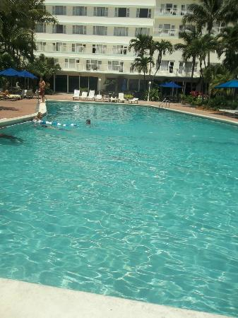 Four Points by Sheraton Miami Beach: La Pileta
