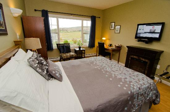 Antigonish Evergreen Inn : Room #1 with Queen bed & Fireplace