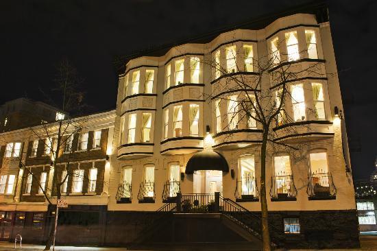 Victorian Hotel : Homer Street exterior-night