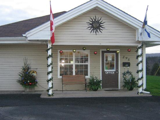 Antigonish Evergreen Inn: Christmas Decorating