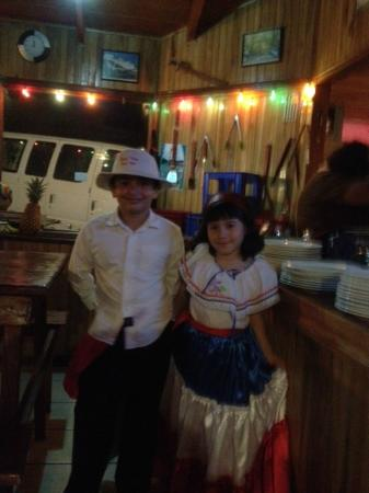Rancho Makena : Pareja de baile tipico de Costa Rica
