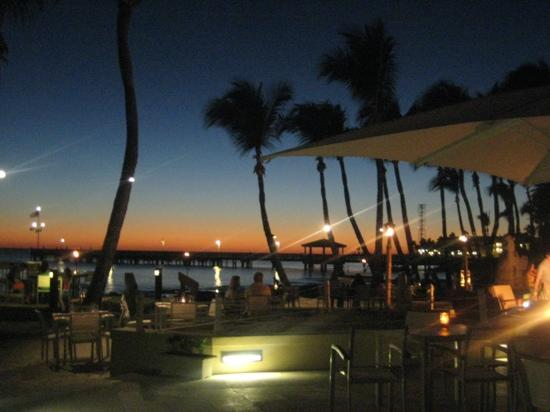 Casa Marina Key West, A Waldorf Astoria Resort: bar in the evening!