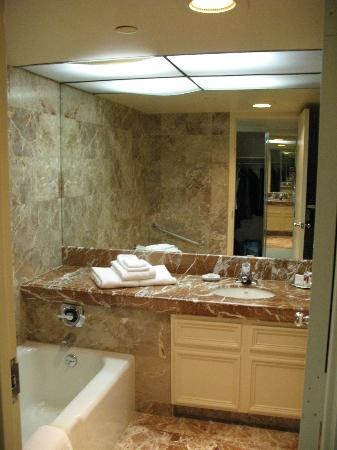Harveys Lake Tahoe: great bath room!