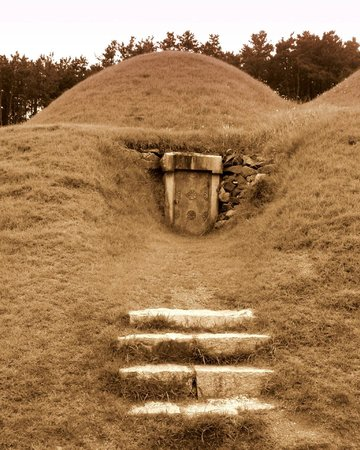King Muryeong's Tomb and Songsan-ri Burial Mounds