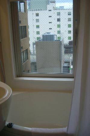 Viainn Akihabara: お風呂からの眺め