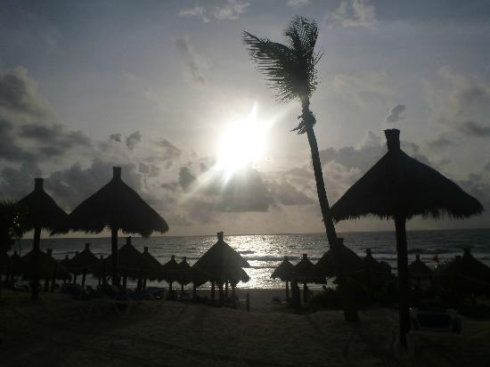 Grand Bahia Principe Coba: Sunrise at the beach