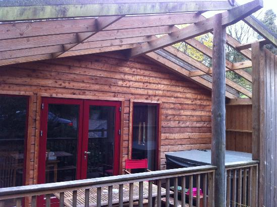Rosehill Lodges: Patio area