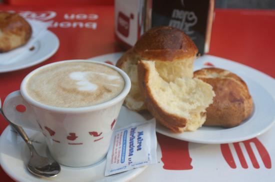Domus Gemi B&B: どのパンも美味しくて、いくつでも食べられます