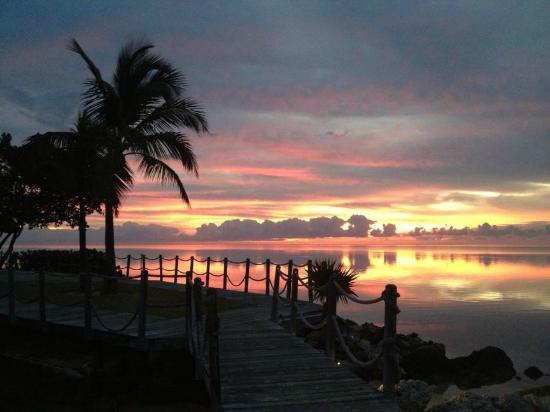 Postcard Inn Beach Resort & Marina: Sunrise at the beach