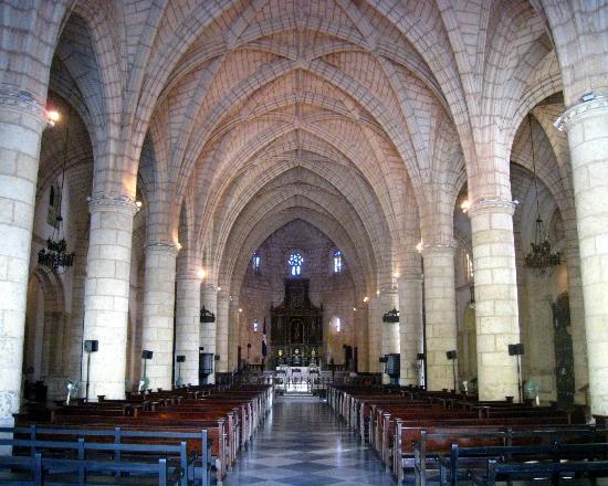 Cathédrale Notre-Dame de l'Incarnation : Main nave