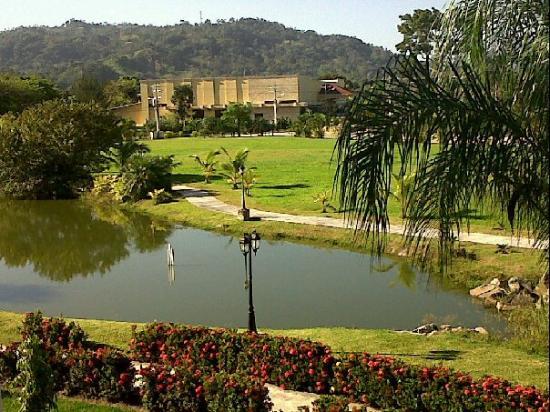 La Ensenada Beach Resort & Convention Center: Jardines