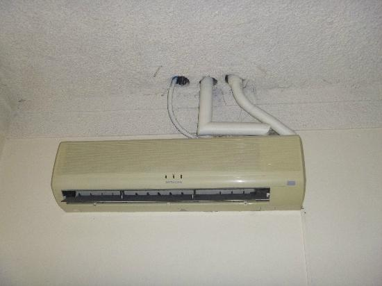 Boyeros Hotel & Conference Center : creepy looking air conditioner - but did work!