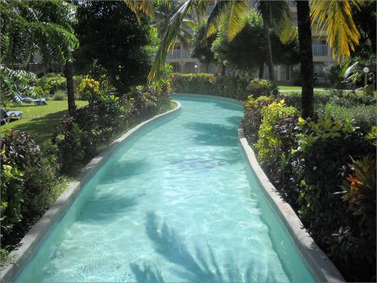 Coconut Bay Beach Resort & Spa: The lazy river