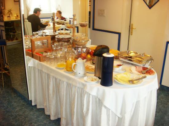 Garni Hotel Vila Bojana: Breakfast