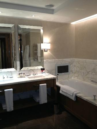 Corinthia Hotel London: Bath