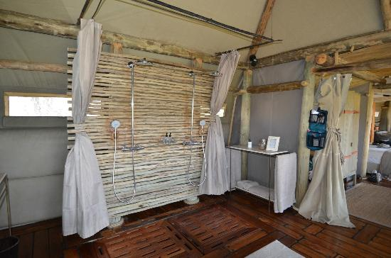 Wilderness Safaris Mombo Camp: Great double shower