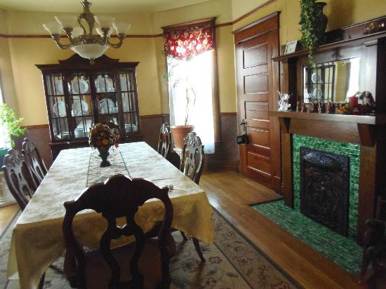 The Corner House Bed and Breakfast: Dining room