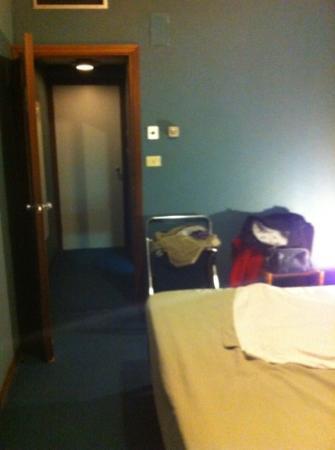 Hotel Abruzzi: ingresso stanza