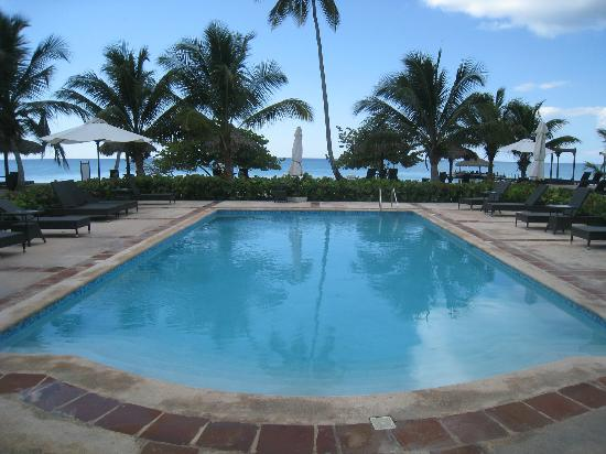 Weare Cadaques Bayahibe Hotel: Beach pool next to restaurant
