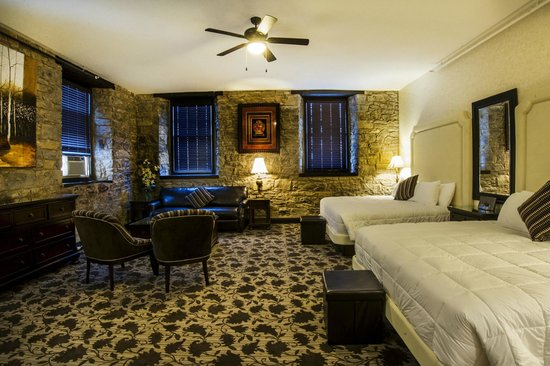 Stone Mill Inn: Double King Suite