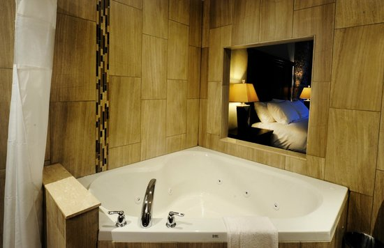 Stone Mill Inn: Jacuzzi Suite