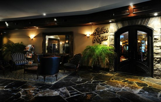 Stone Mill Inn: Lobby & Salon